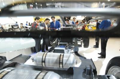 上届上海国际汽车展展商云集,但本届一些汽车巨头因金融危机影响宣布退出。