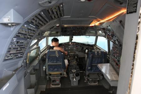 飞机驾驶室内部图片-26;