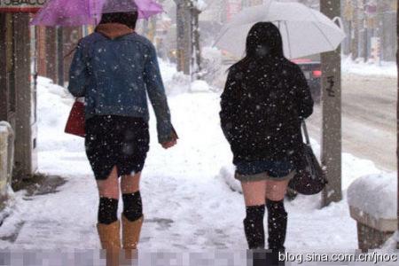 日本姑娘冬天露出大腿真不怕冷?