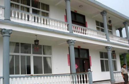 陈凯歌花费80万的农村自建房面临风险