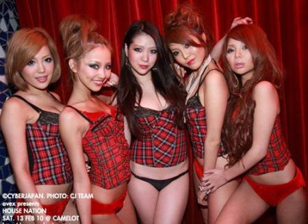 日本夜店美女疯狂装束