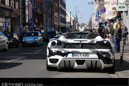 街头实拍黑白相间法拉利f430 spider