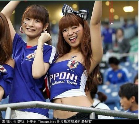 热身赛日本vs韩国 性感美女球迷比拼 450