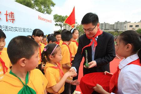 ... 中心小学学生描绘心中的美好城市_新浪上海_新浪网