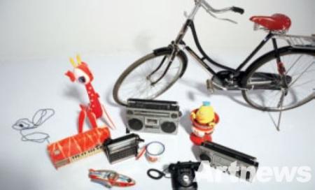 当然,老式的飞鸽自行车,上海牌手表以及铁皮玩具 ...