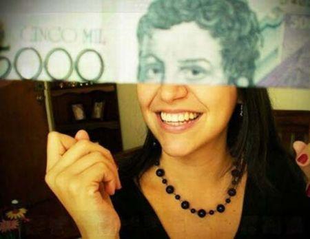 当你把纸币和人像放在一起