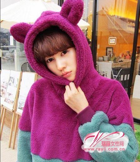 带耳朵的拼色毛绒卫衣,颜色的搭配更是超完美