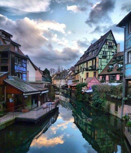 建筑风格和风土人情.科尔马的房屋大都承袭了德国中南部的建高清图片