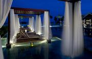 海边泳池夜景