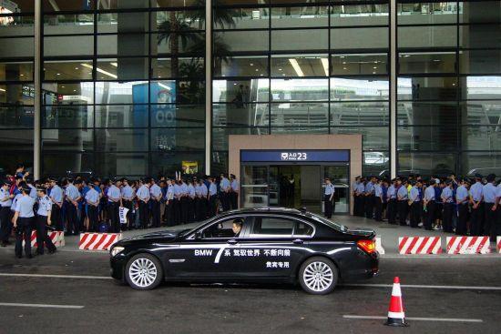 BMW760Li静候德罗巴