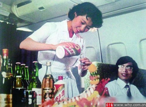 一张30年前飞机上的老照片,引发无数网友的羡慕嫉妒恨。