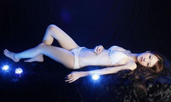 美女艺术_青春白衣极品美女艺术图自然脱俗诱惑