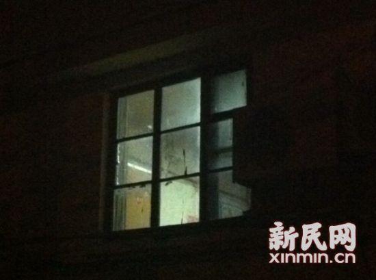 发生命案的18号楼,记者到达现场时,警方仍在勘察。新民网记者胡彦珣 现场回传