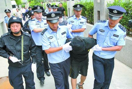 锡纸开锁法:锡纸盗窃团专偷高档小区(图)