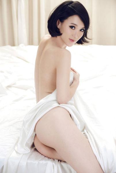 美女少妇性感喷血图片_杨棋涵ChinaJoy游戏美女喷血性感诱惑写真放