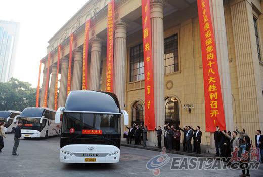 肩负着全市182万党员的信任,承载着全市人民的重托,上海市出席中国共产党第十八次全国代表大会代表今日上午启程赴京