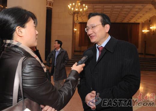 中国共产党第十八次全国代表大会代表徐建光接受媒体记者采访