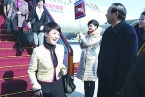 上海代表团代表抵达北京