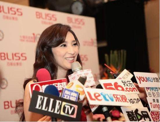媒体热烈关注、共同见证百丽丝签约吴佩慈