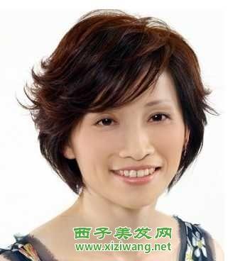 女孩一样随意变换自己的发型,中年女性多数以端庄稳重的气质取胜,所以图片