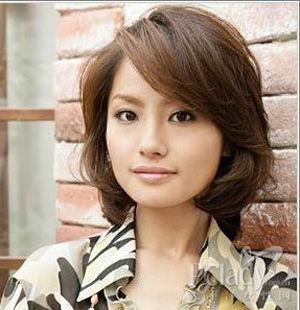 中年烫发发型图片 尽显女性成熟魅力图片