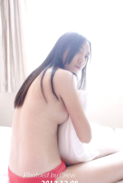 性感美眉酒店床上裸睡