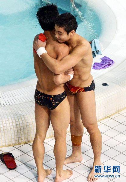 男子双人10米台:曹缘/张雁全摘金