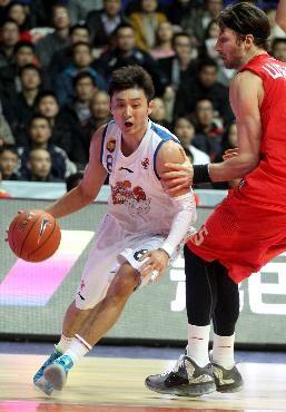 篮球——CBA:上海玛吉斯不敌山东黄金