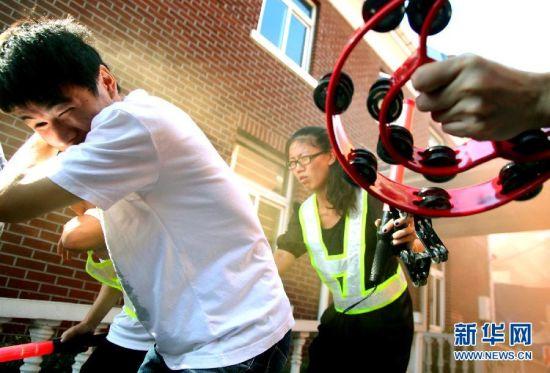 上海:消防演练为盲童开辟逃生通道