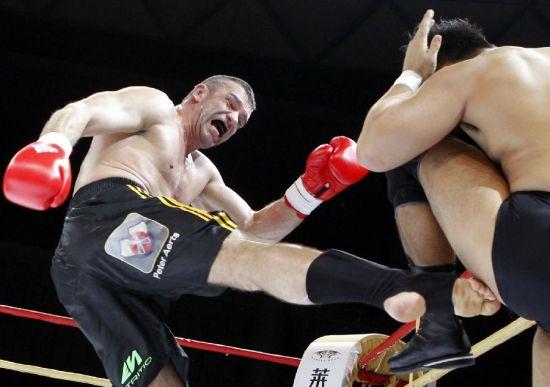 武术——首届国际综合搏击表演赛在沪举行