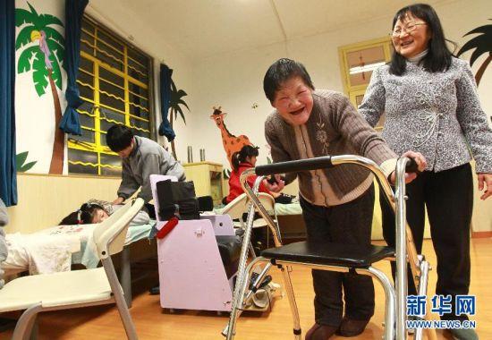 脑瘫老人卖房开办康复机构8年治疗200多名脑瘫儿童