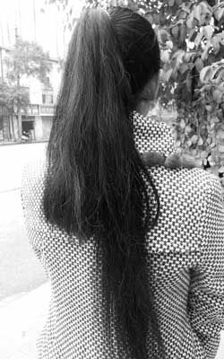 """""""我的头发莫名其妙就被人剪断图片"""