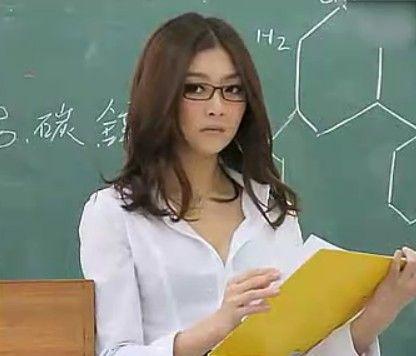 视频 貌美女教师爆乳黑丝上课