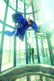 □经过专业培训,可以在风洞中体验失重飞翔的感觉。 /晨报记者 杨眉