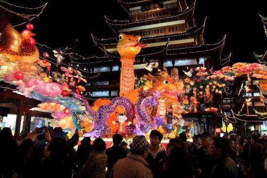 上海豫园点灯迎新春