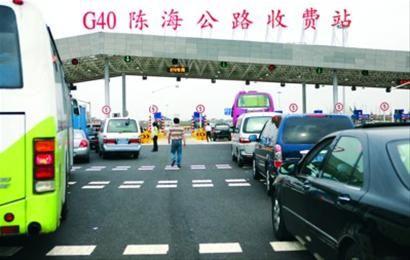 节假日,长江隧桥车流量剧增。/晨报记者 邵竞