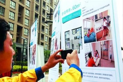 □馨越公寓有多种房型,房间还配备了床、衣柜、空调等生活设施。 /张海峰