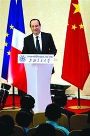 □奥朗德到访上海交通大学并作主题演讲 /晨报记者 竺钢
