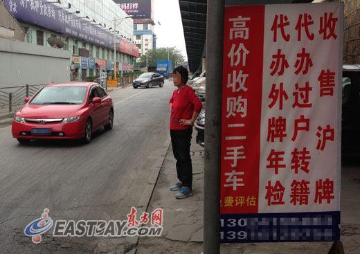 百联二手车市场外,经销商门前冷冷清清。