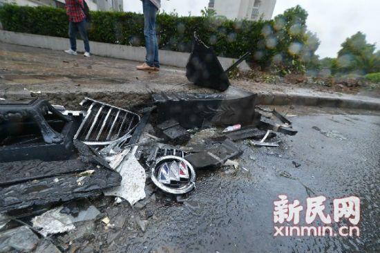 事故现场被撞车辆残骸。新民晚报记者陈梦泽 摄