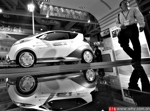 展示中的新能源汽车。本报资料图 记者 吴恺 摄