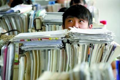 """如今,上海已进入高等教育普及化阶段,当十余载政策布局挥别""""一考定终身"""",高考改革将剑指何方?"""