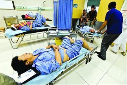 □事发2个多小时后,4名伤者才全部被送到医院。 /晨报记者 肖允