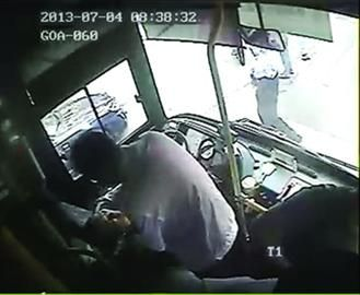 有男乘客帮司机掐人中
