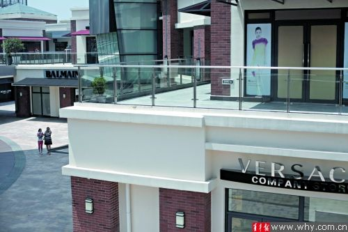 米格天地内有Versace等大牌,上新的频率较高。