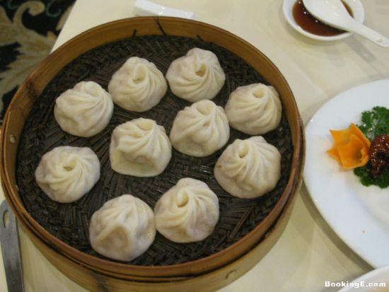 杭州小笼包   杭州特色小吃:杭州小笼包   用鲜肉或虾肉拌...