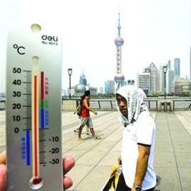 外滩地面温度接近50℃/   晨报记者 杨眉