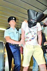 7月15日,香港警方抓获涉案的色狼。