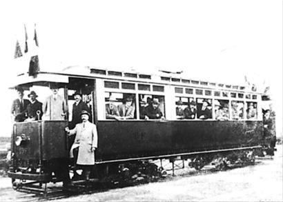 上世纪初公共汽车。
