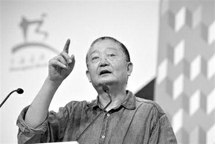 前天,作家阿城在书展现场讲座上讲解河图洛书的含义。